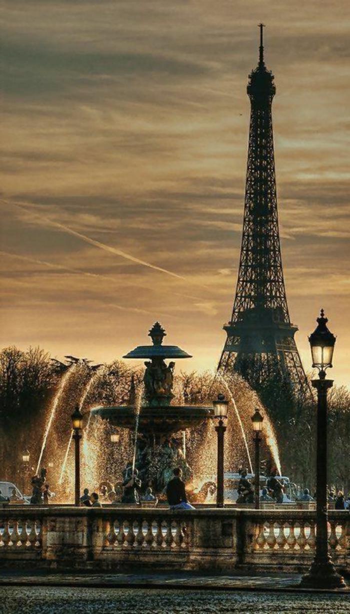 1-visiter-paris-que-voir-à-paris-la-tour-eiffel-la-plus-belle-vue-du-monde-visite-tour-eiffel