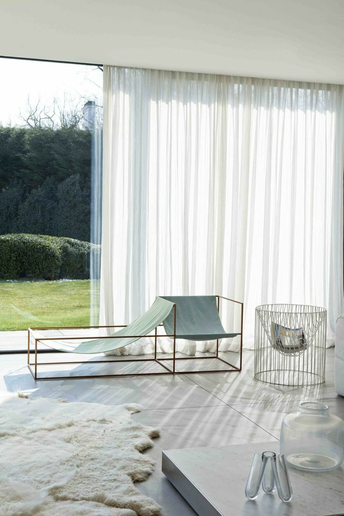 1-voilage-fenetre-pour-le-salon-avec-un-intérieur-de-luxe-blanc-sol-en-marbre-blanc