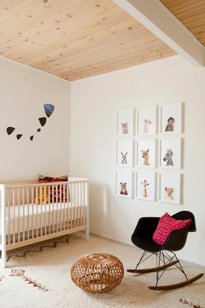 11-jolie-chambre-d-enfant-avec-lit-en-bois-clair-et-chaise-bercante-tapis-beige
