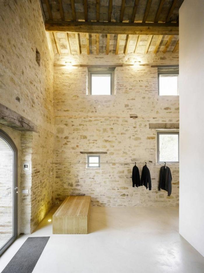 11-relooker-sa-maison-decorer-sa-maison--esprit-loft-mur-de-pierres-et-sol-beige