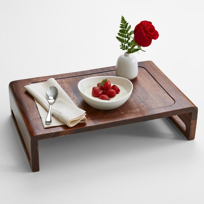 Cadeau pour belle m re 50 id es originales - Table dejeuner au lit ...