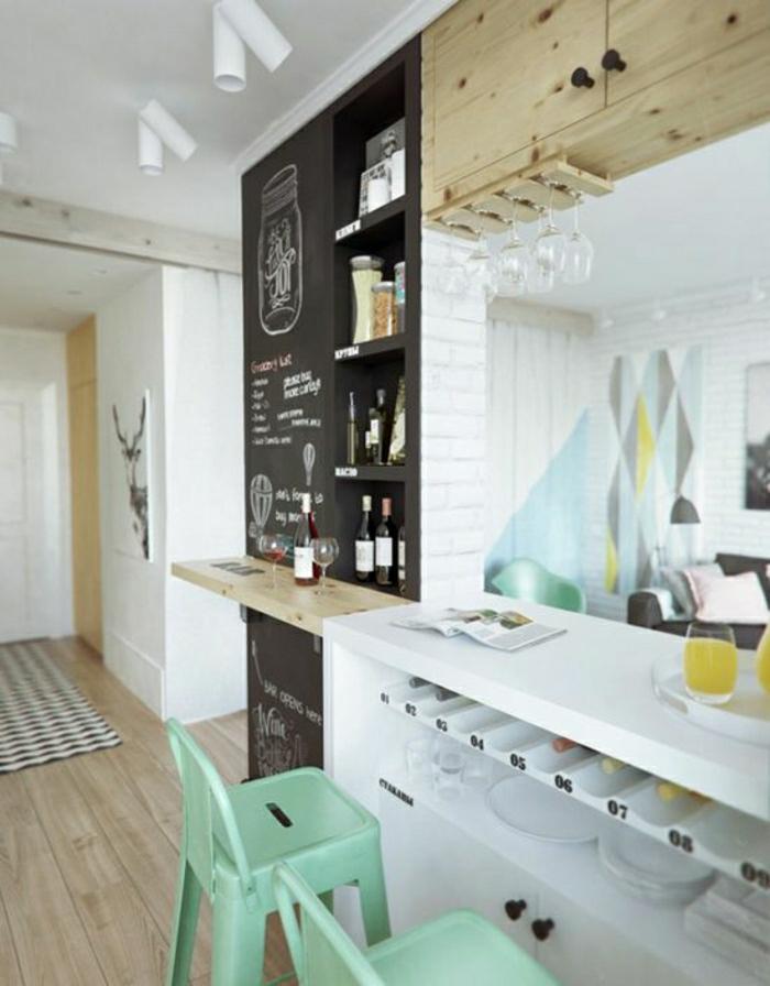 2-cuisine-americaine-amenagement-petite-cuisine-et-chaises-de-bar-de-couleur-bleu-vert