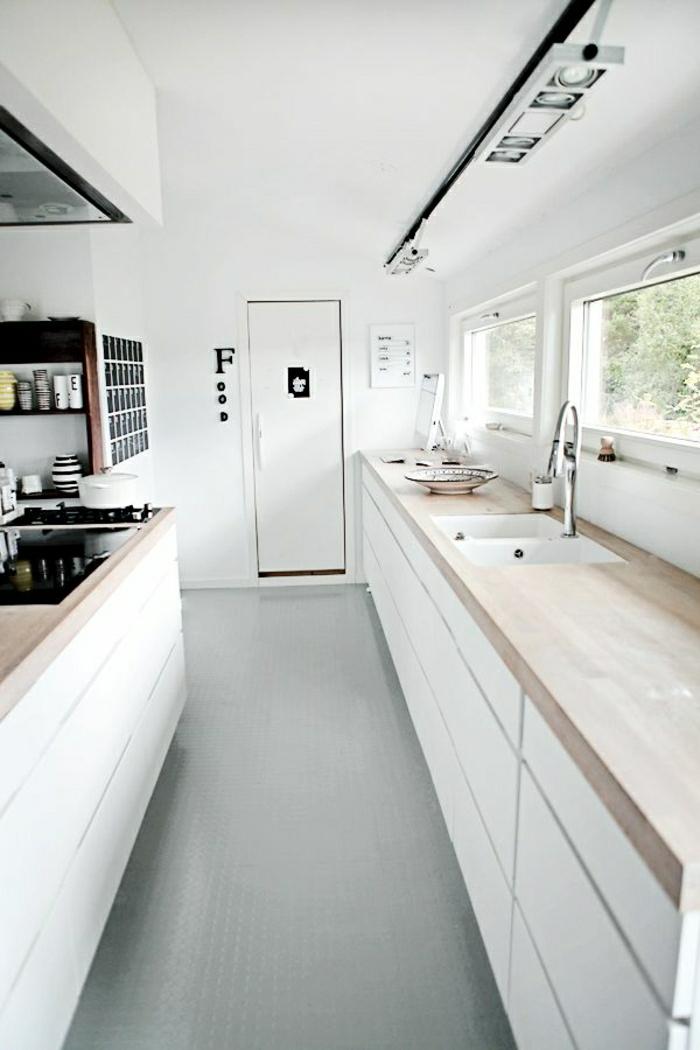2-cuisines-blanche-avec-sol-en-bois-clair-meubles-blanches-avec-sol-en-lino-gris-murs-blanches