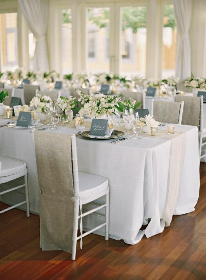 2-hausse-de-chaise-pour-mariage-en-lin-gris-nappe-de-mariage-blanche-fleurs-de-mariage