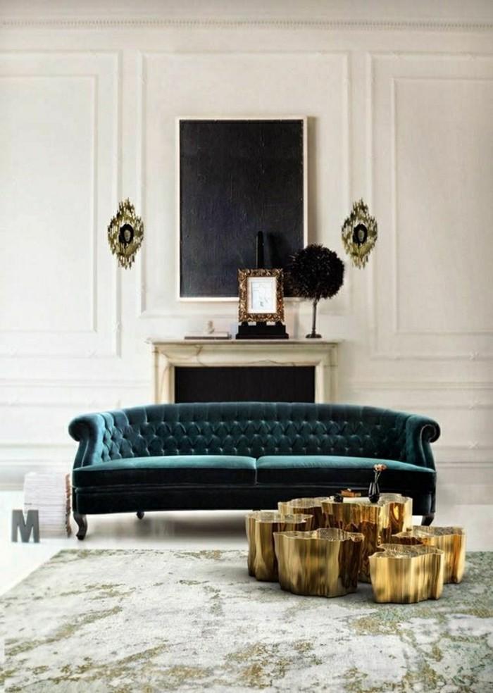 2-idee-deco-sejour-avec-un-fauteuil-de-salon-bleu-foncé-avec-murs-blancs-et-cheminée-d-intérieur