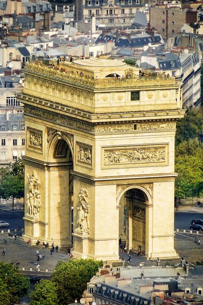 2-l-arc-de-triomphe-à-paris-visiter-paris-dans-4-jours-vacances-pas-chers-france