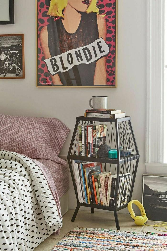 2-les-housses-de-couette-blanc-noir-et-housses-de-coussins-roses-tapis-coloré-chambre-à-coucher