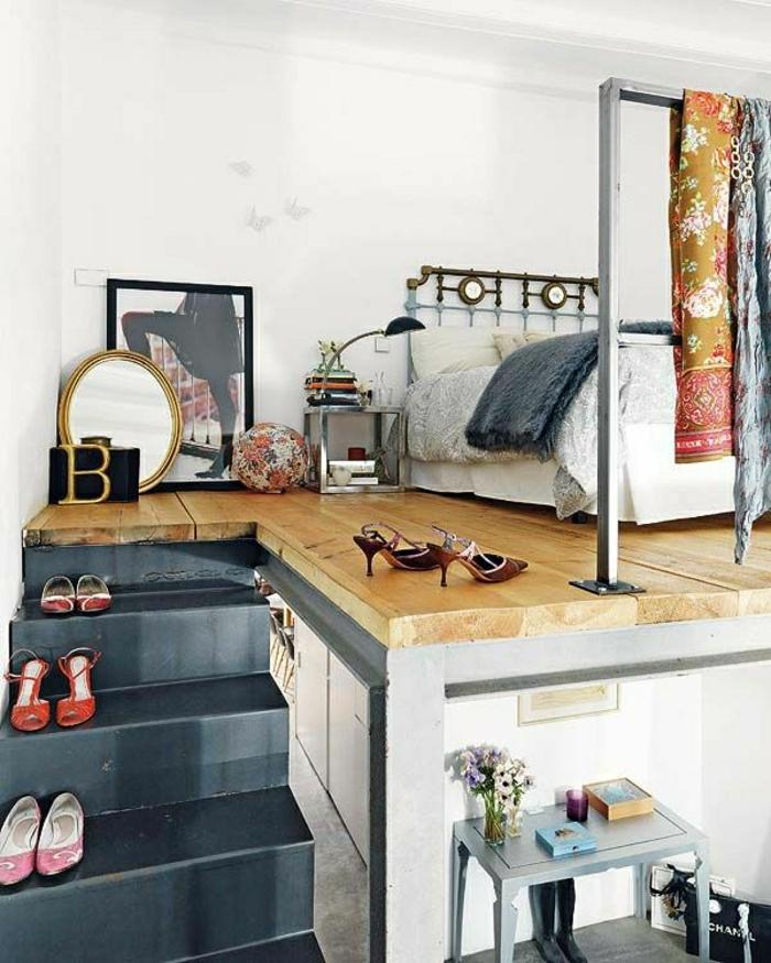 2-les-meubles-gain-de-place-pour-la-chambre-à-coucher-avec-sol-en-parquette-clair