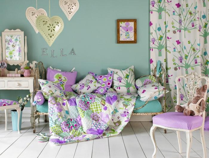 2-rideau-enfant-pas-cher-colorés-dans-la-chambre-fille-avec-murs-bleus