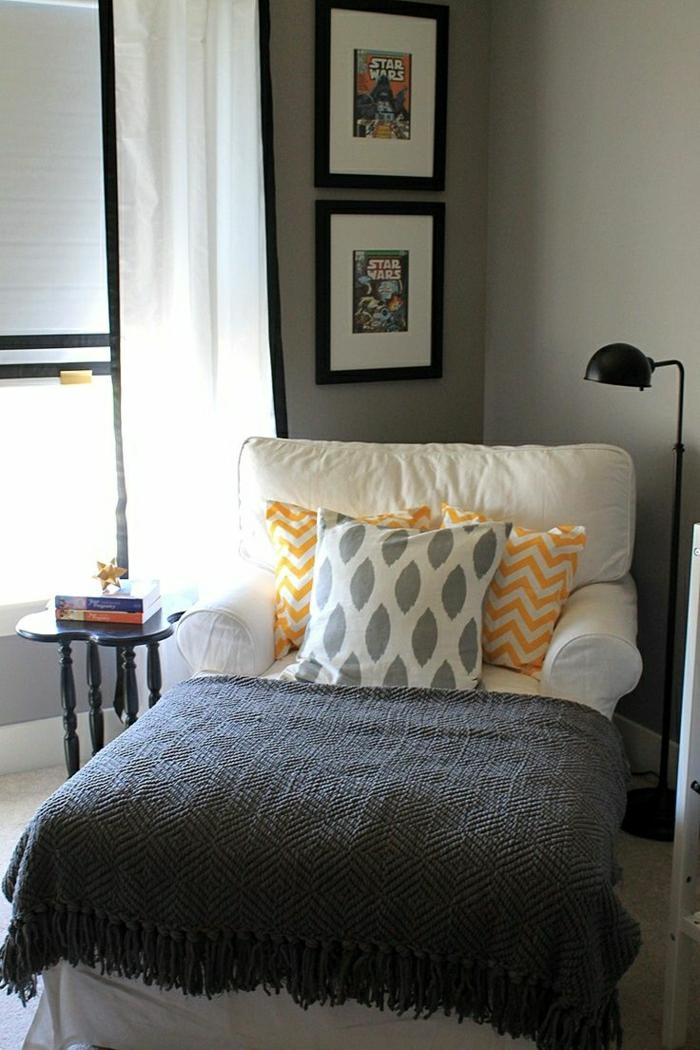 2-un-fauteuil-relax-pas-cher-beige-pour-le-salon-pour-lire-des-livres-et-relax-chez-vous