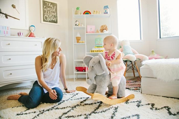 2-un-joli-tapis-design-scandinave-pas-cher-pour-la-chambre-bébé-fille-moderne