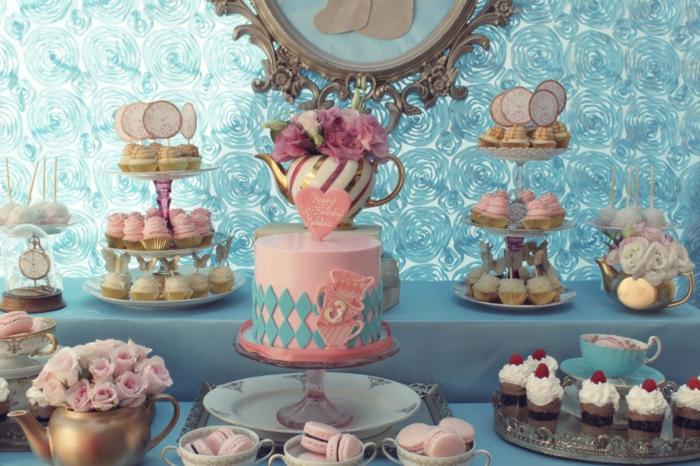 3-alice-au-pays-des-merveilles-Disney-déco-anniversaire-fille-princesse-bleu