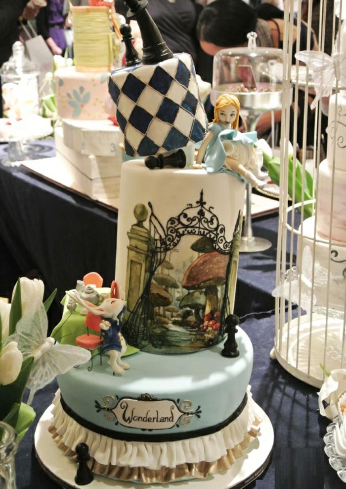 3-idée-gâteau-de-mariage-Alice-au-pays-des-merveilles-Disney-mariée-princesse-dessin-animé