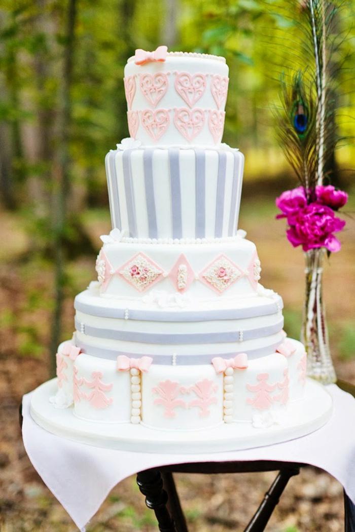 30rose-blanc-et-violet-belle-Alice-au-pays-des-merveilles-Disney-dessin-animé-gâteau-mariage