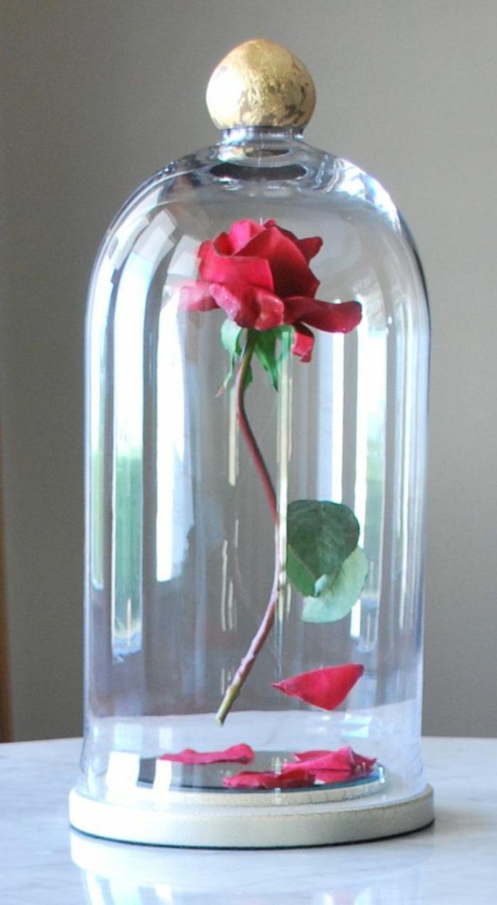 5-tous-les-idées-déco-inpiration-la-Belle-et-la-Bête-Disney-animation-design-interieur-la-rose-dans-bonbonière-en-verre