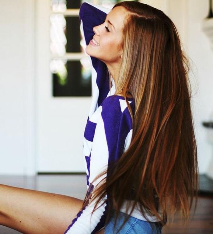6-couleur-caramel-cheveux-couleur-châtain-idée-coiffure-longue-belle-fille-cheveux-longs