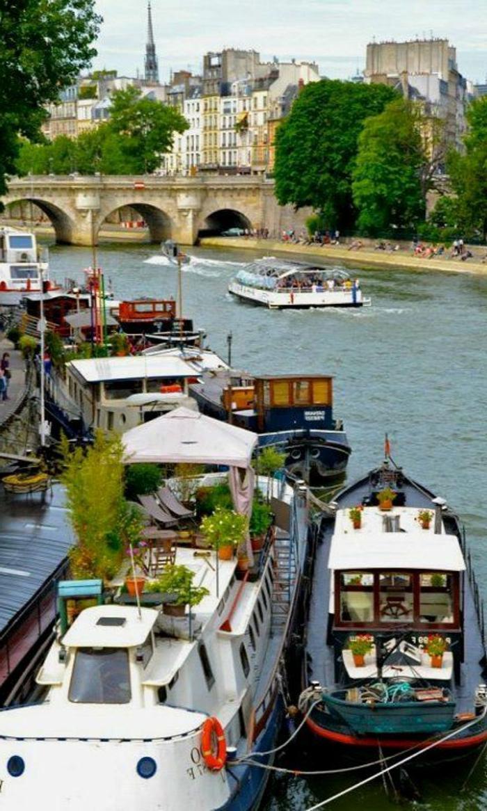 6-la-seine-visiter-paris-quoi-voir-a-paris-les-monuments-de-paris-france-les-bateaux-sur-seine