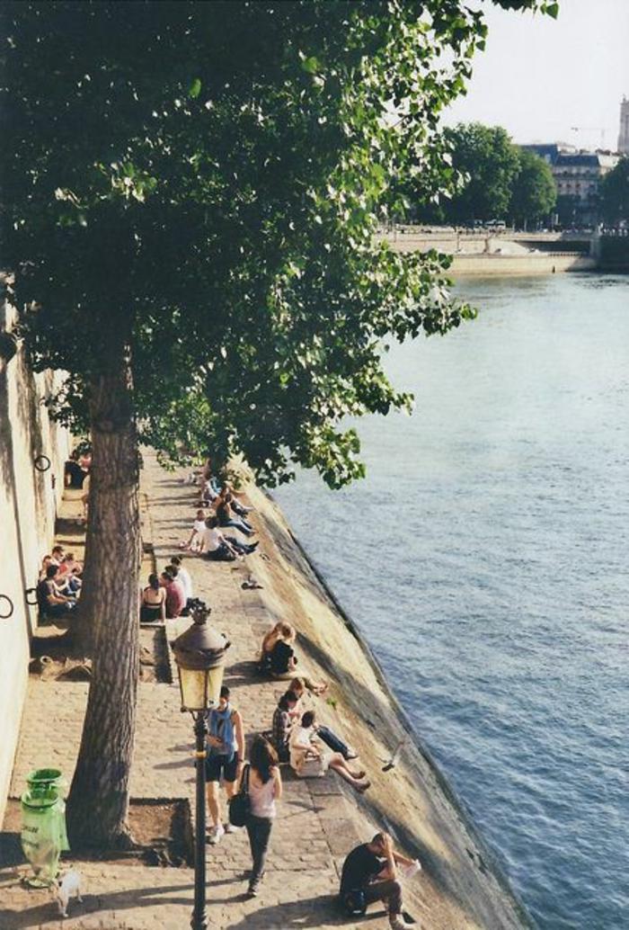 6-visiter-paris-et-voir-la-seine-pendant-l-ete-une-jolie-vue-vers-la-rivière-seine