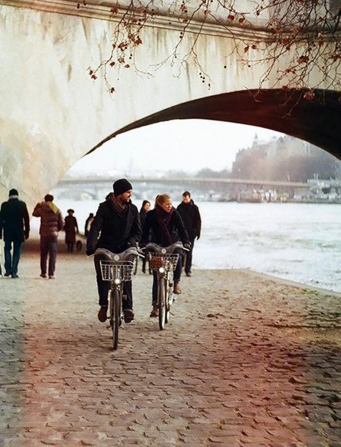 6-visiter-paris-la-seine-parmi-les-monuments-de-paris-tourisme-paris-une-promenade-avec-velo-autour-la-seine