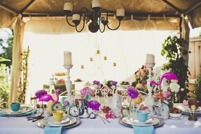 Alice-au-pays-des-merveille-disney-comment-aménager-la-salle-festive-cool-déco-table