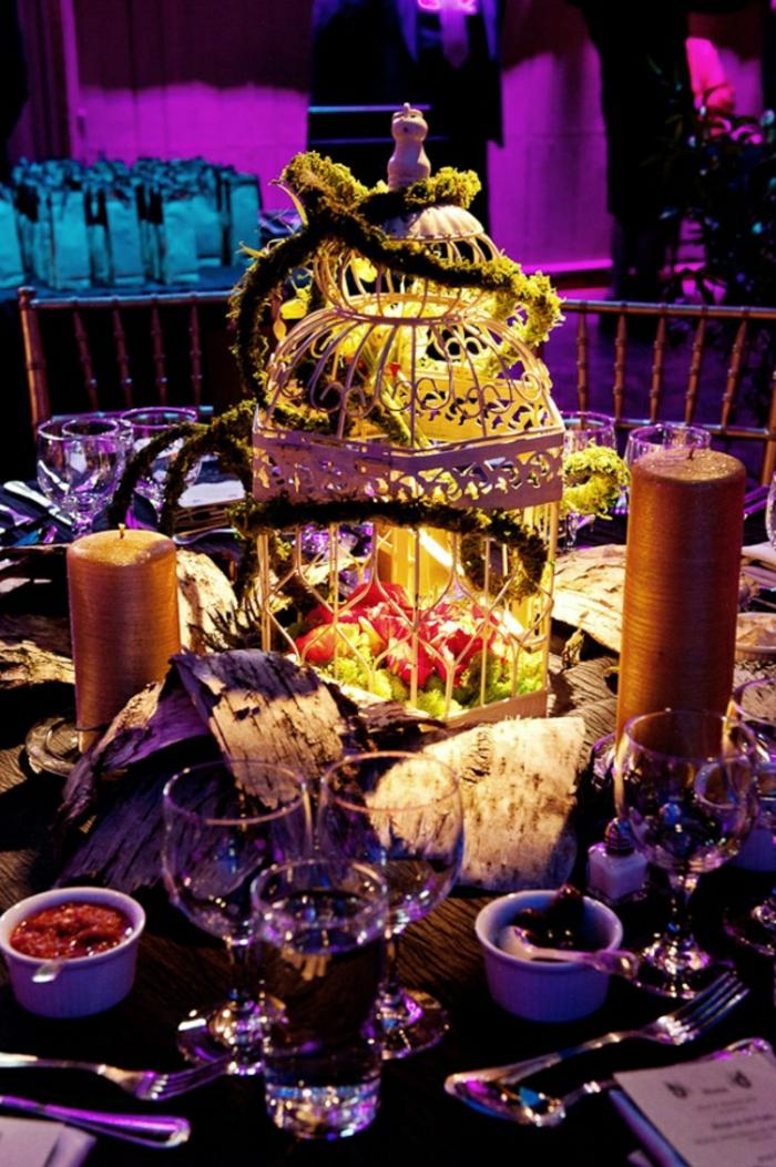 Alice-au-pays-des-merveilles-Disney-déco-mariage-de-princesse-couple-heureuse-beau-aménagement-de-table-salle-violet