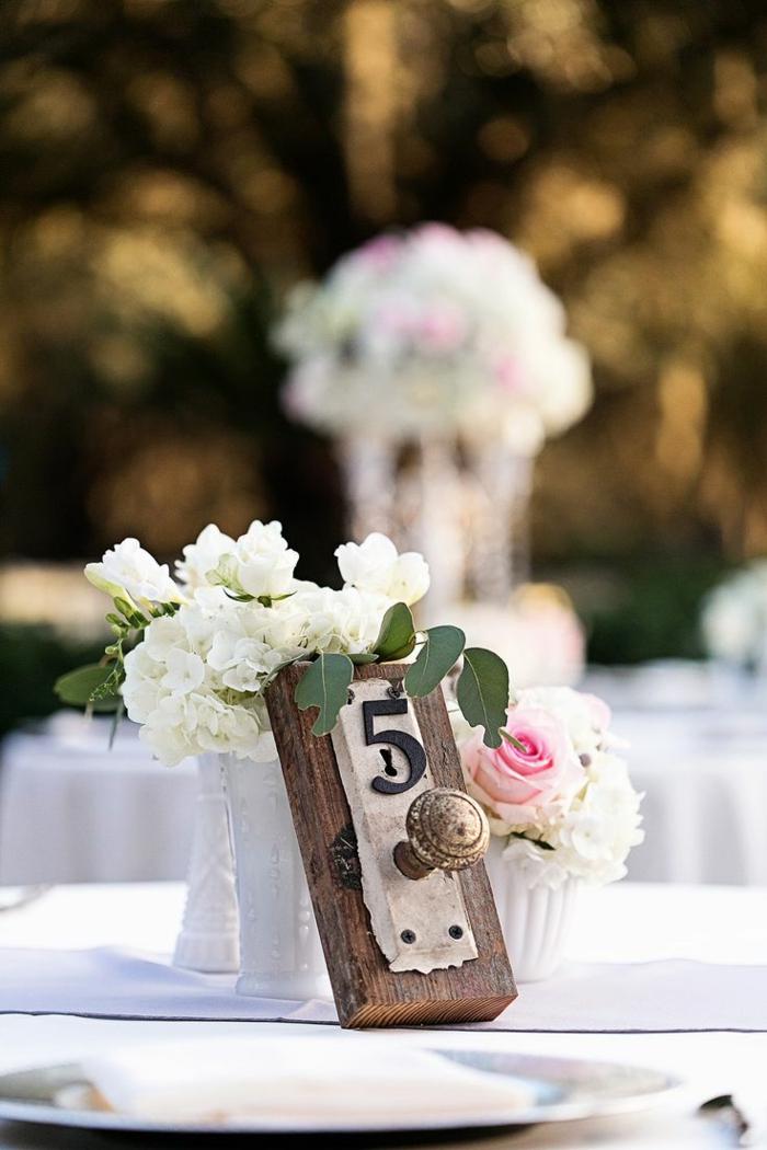 Alice-au-pays-des-merveilles-Disney-déco-mariage-de-princesse-couple-heureuse-blanches-fleurs