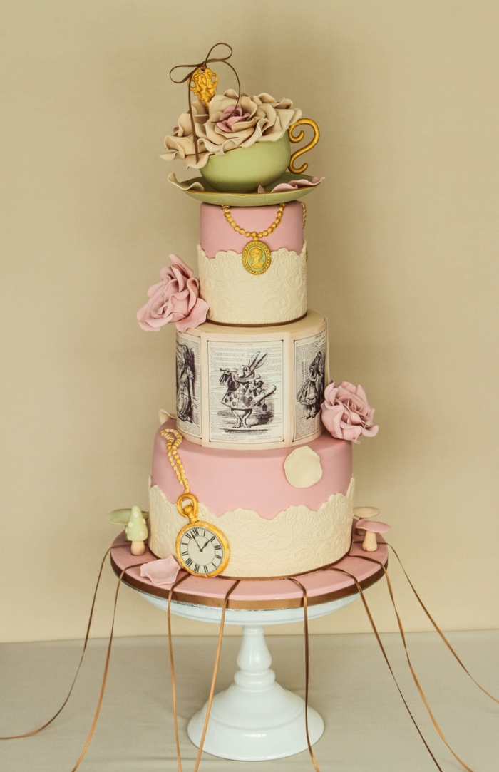 Alice-au-pays-des-merveilles-Disney-dessin-animé-gâteau-inspiré-rose-et-bllanc
