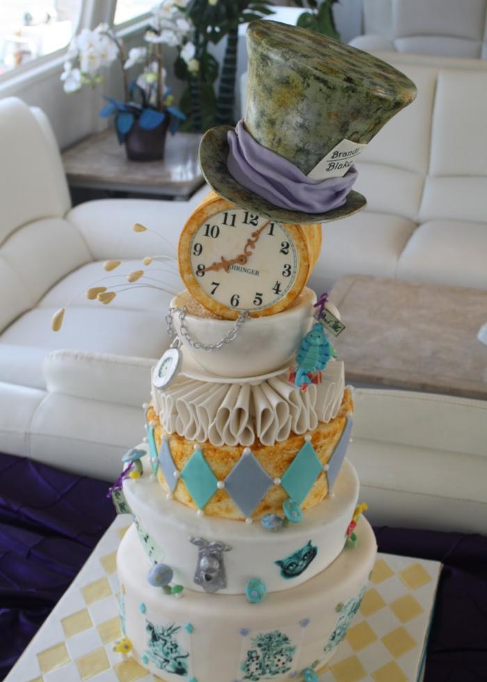 Alice-au-pays-des-merveilles-Disney-dessin-animé-wedding-cake-gâteau-de-mariage