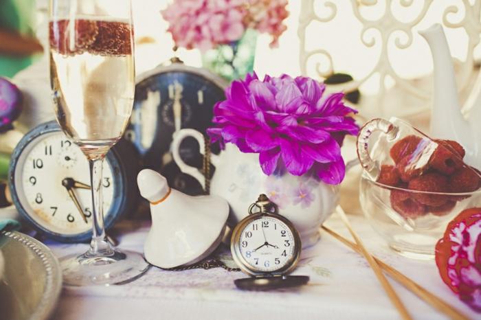 Déco-mariage-au-plain-nature-fleurs-theière-jardin-mariage-déhors-party-thé-décoration-alice-merveilles