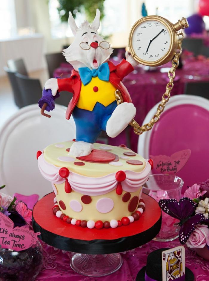 Déco-mariage-au-plain-nature-jardin-mariage-déhors-party-décoration-alice-merveilles-le-lapin-gâteau