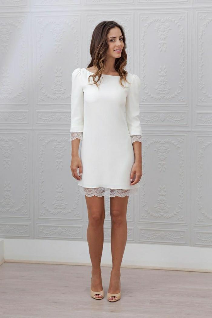 Des-robes-droites-fluides-tenue-de-jour-robe-femme-élégante-blanche-dentelle