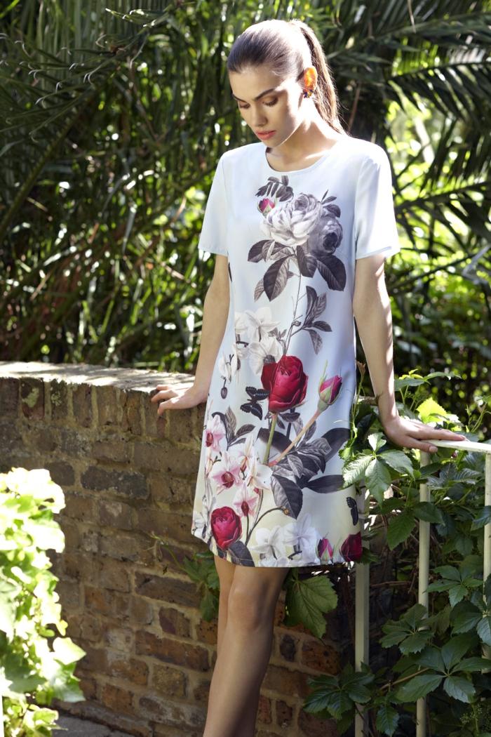 Des-robes-droites-fluides-tenue-de-jour-robe-femme-élégante-fleurs-roses-printe