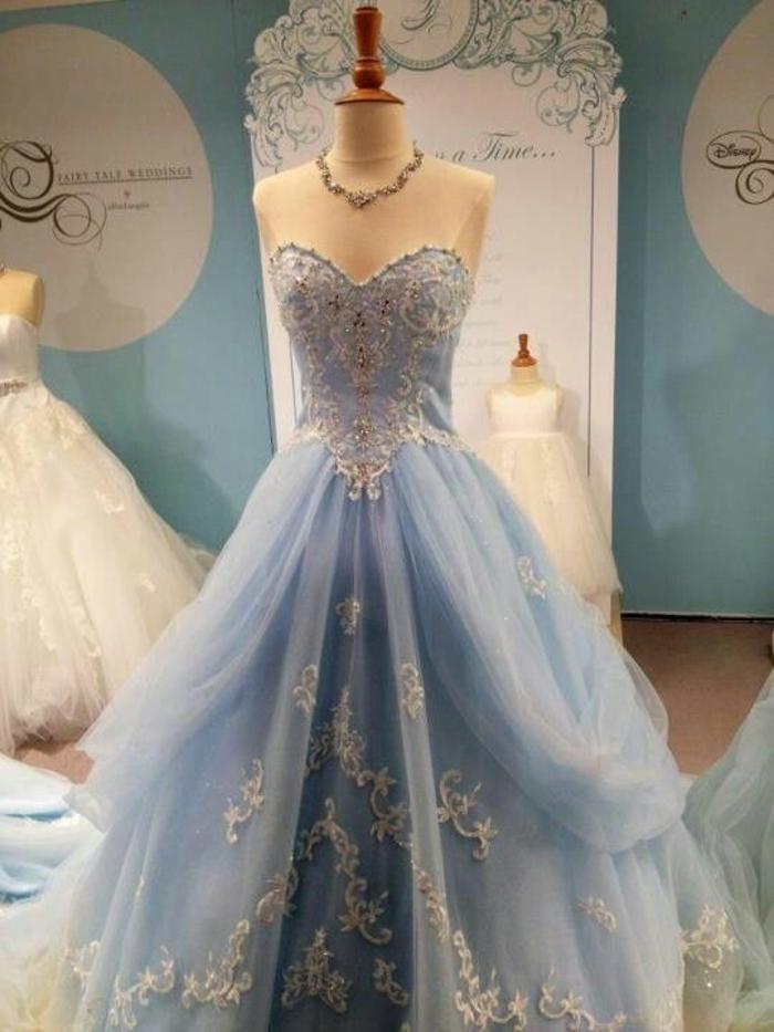 Idées-au-pays-des-merveilles-Alice-Disney-robe-de-mariée-robe-de-princesse-bleue-jolie