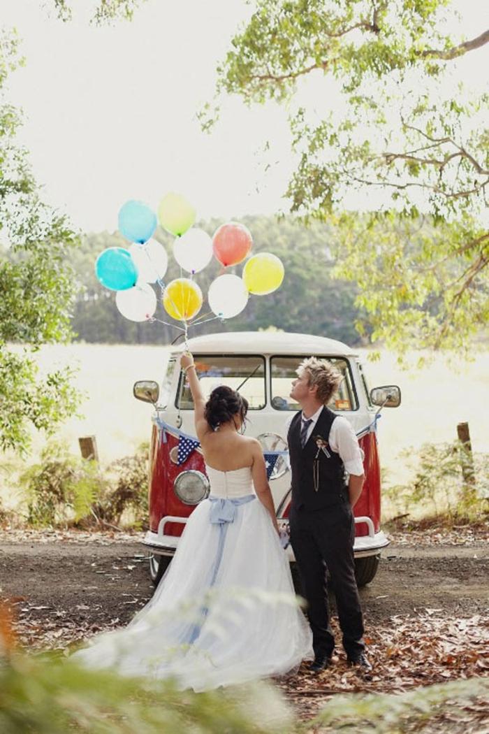Idées-au-pays-des-merveilles-Alice-Disney-robe-de-mariée-robe-de-princesse-couple-ballons