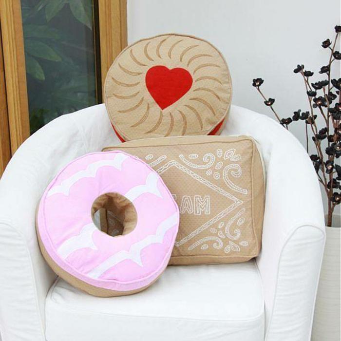 Idées-déco-d-intérieur-le-coussin-design-pour-le-canapé-donut-coussin-biscuit