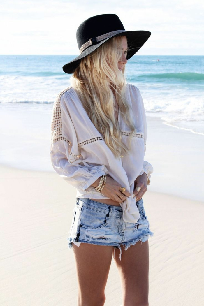 La-capeline-noire-chapeau-capeline-grand-chapeau-femme-habillée-été-mer