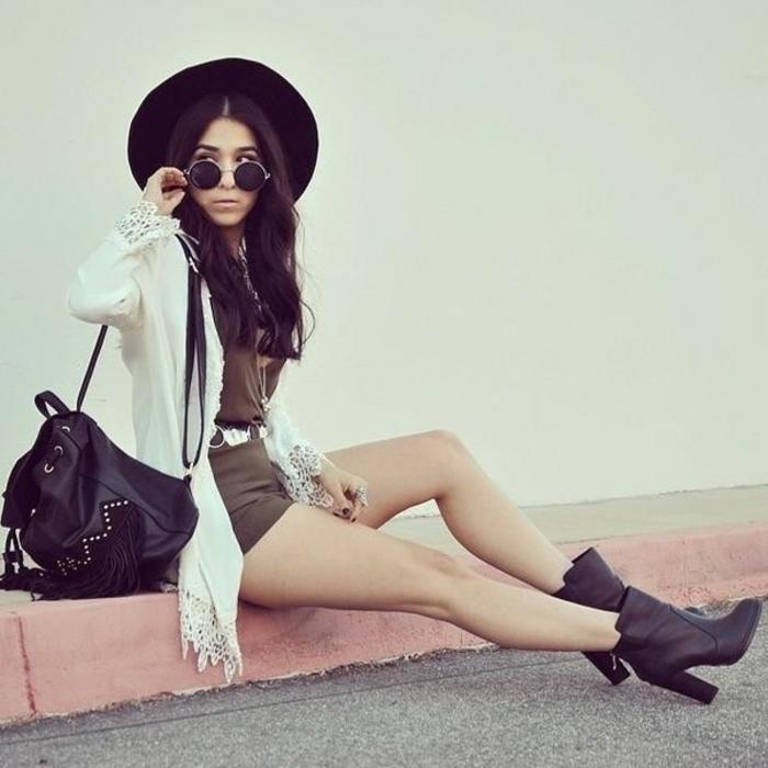 La-capeline-noire-chapeau-capeline-grand-chapeau-femme-habillée-chaud