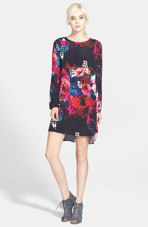 La-robe-droite-fluide-robe-automne-hiver-2015-tendences-courte-robe-noire-fleurie