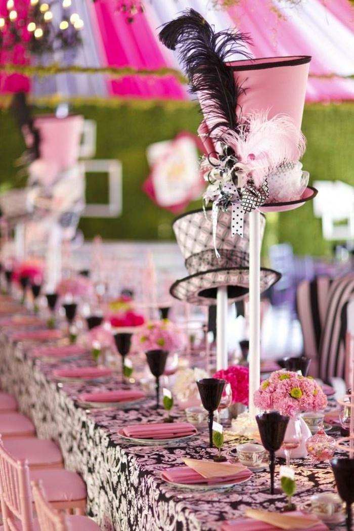 Les-personnages-Alice-au-pays-des-merveilles-disney-décoration-table-de-mariage-rose-chapeaux
