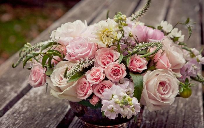 Se-dire-oui-pour-toujours-mariage-la-belle-au-bois-dormant-de-Disney-bouquet-de-mariée