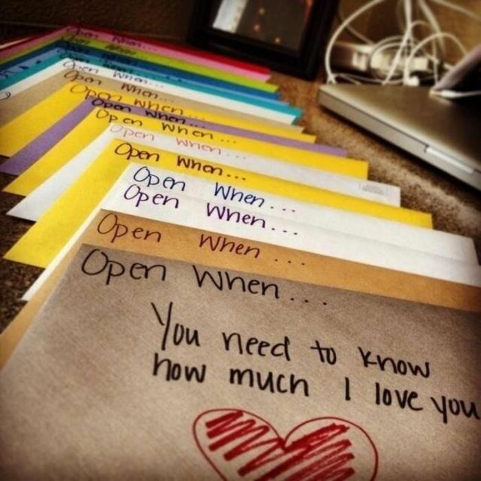 Une-idée-cadeau-original-femme-idée-originale-anniversaire-lettres-ouvrir-quand