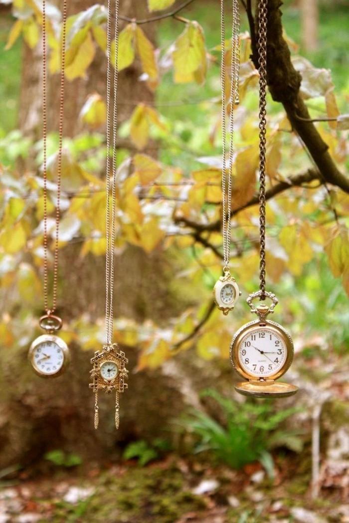 Walt-disney-alice-au-pays-des-merveilles-idées-déco-table-mariage-horloges