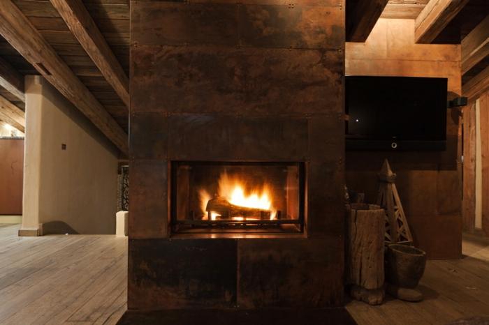 acier-intérieur-corten-fournisseur-design-industriel-cheminée-feu