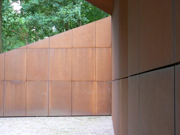 acier-patinable-sculpture-acier-faire-maison-contemporaine-mur