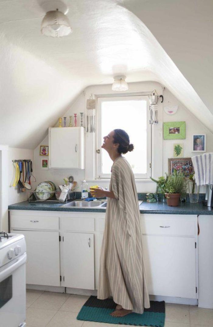 amenagement-petit-cuisine-avec-meubles-modulables-pas-cher-pour-la-cuisine-sous-pente