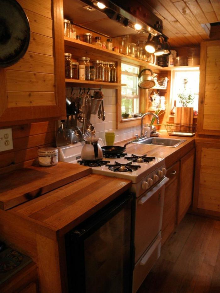 amenagement-petit-espace-comme-une-petite-cuisine-avec-un-peu-de-meubles