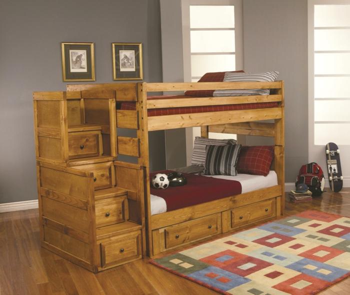 amenagement-petite-chambre-d-enfant-avec-lit-d-enfant-en-bois-et-tapis-coloré