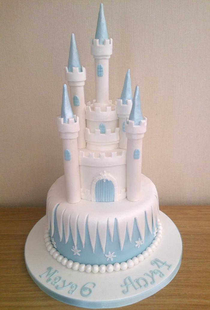 anniversaire-gâteau-la-reine-des-neiges-anna-elsa-olaf-gateaux-reine-des-neiges-blanc-castle-frozen