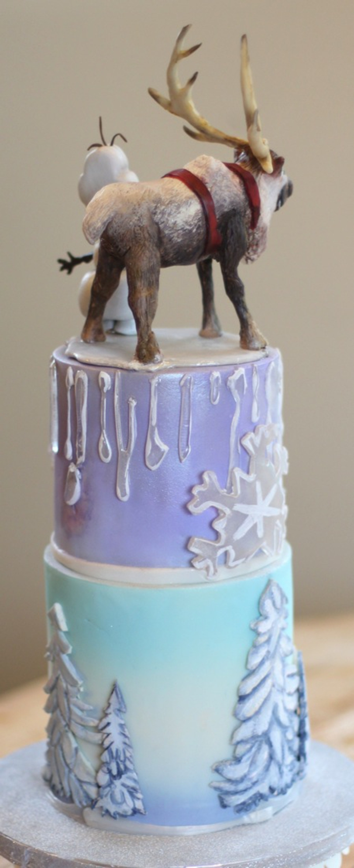 anniversaire-gâteau-la-reine-des-neiges-anna-elsa-olaf-gateaux-reine-des-neiges-idée