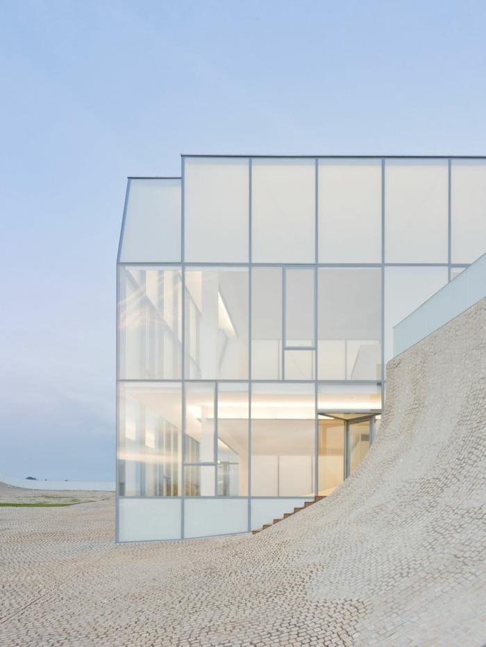 architecture-minimaliste-pour-les-maisons-contemporaines-avec-linges-simples-et-epurees